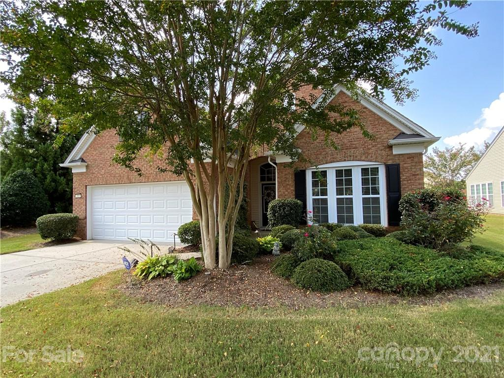 photo of home for sale at 2001 Hartwell Lane